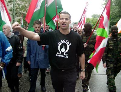 erneut neonazi zum b252rgermeister in ungarn gew228hlt mit